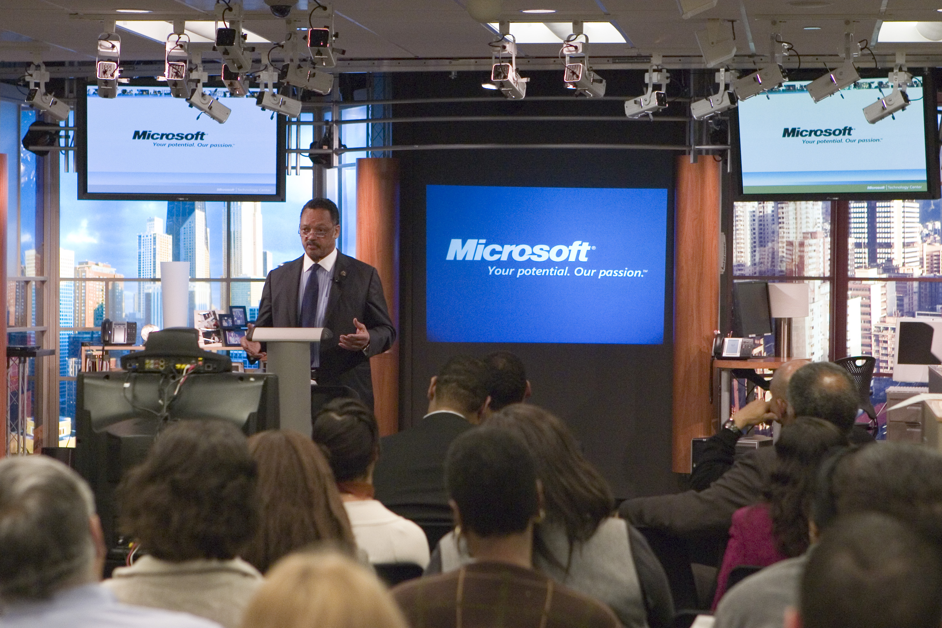 Jesse Jackson Demands Diversisty in Technology Work Force